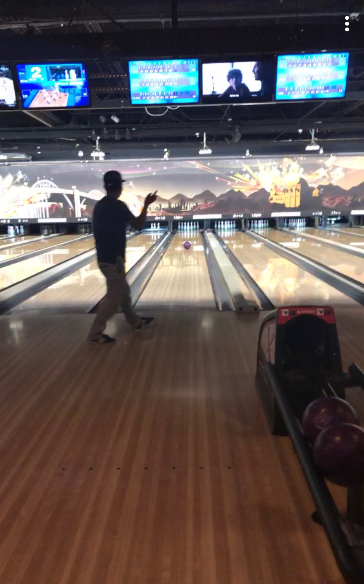 Elmer wins both bowling rounds.